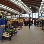 mercato di piazza romagnosi a genova.
