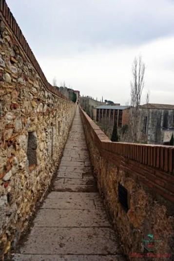 Cosa fare a Girona: un passeggiata sulle mura di Girona.