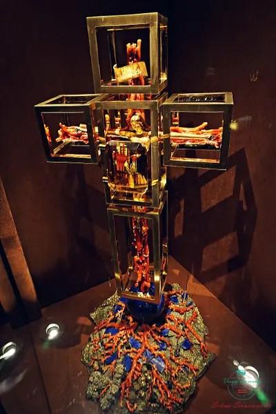 all'interno del teatro Museo Dalì sono custoditi alcuni magnifici gioielli creati da Salvador Dalì.