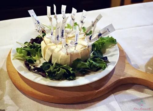 Una forma di Robiola di Roccaverano un ottimo prodotto tipico piemontese.