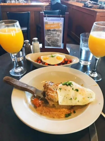 Having lunch at The Lobby Restaurant, Denver, Colorado. © Kara Patterson.