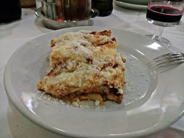 Cosa mangiare a Parma e dintorni: Le lasagne della Trattoria San Giorgio di Fidenza.