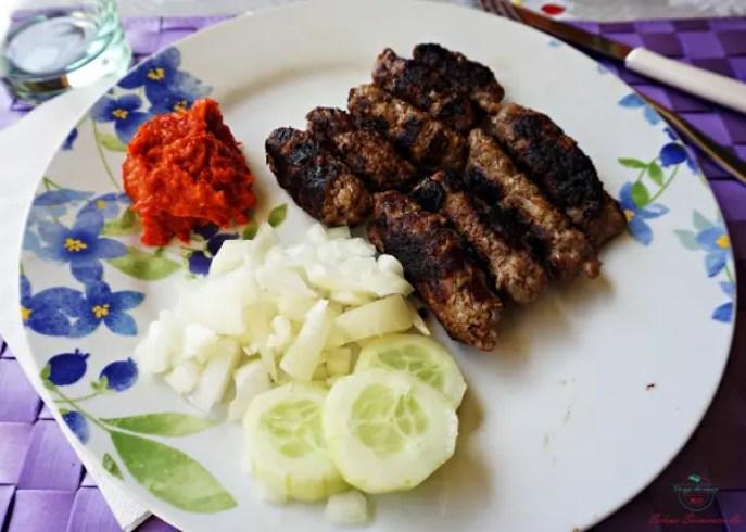I ćevapčići sono una delle cose da assaggiare nei Balcani.