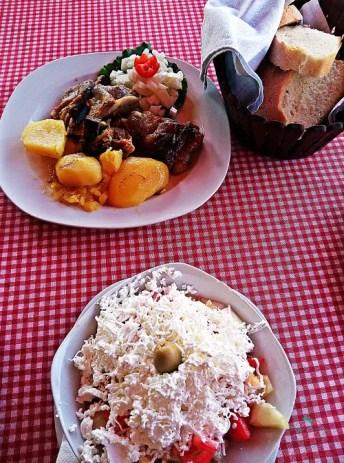 se vuoi sapere cosa amngiare nei balcani in montenegro devi assaggiare la Shpska salata