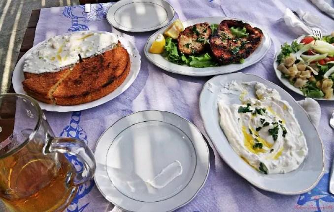 cosa mangiare in albania: il bukë misri, un pane di mais.
