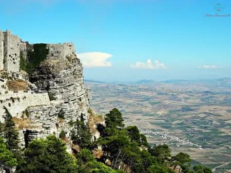 Cosa vedere a Trapani e dintorni: il panorama dall'alto del borgo di Erice.