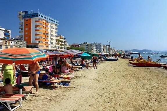 Per le tue vacanze al mare in albania scegli la spiaggia di durazzo. Photo: Marcin Konsek/Wikimedia Commons