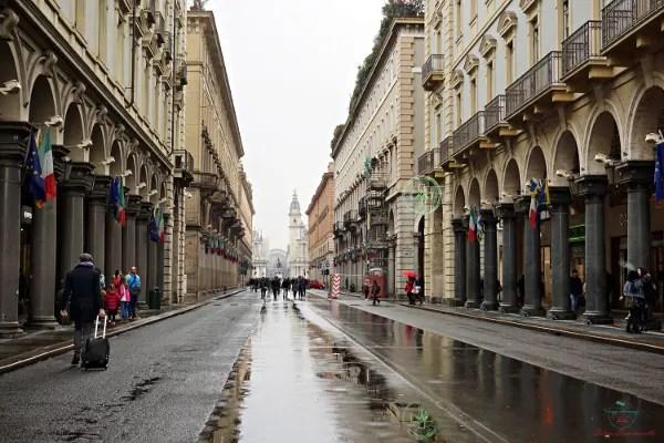 Se vuoi sapere cosa fare a torino, lasciati guidare dall'istinto e passeggia sotto i portici della città.
