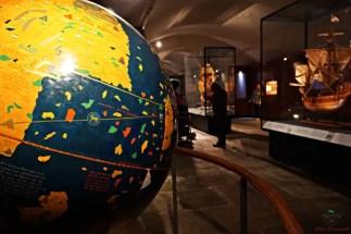 Antichi mappamondi al Galata Museo del Mare, uno dei musei di genova da visitare.