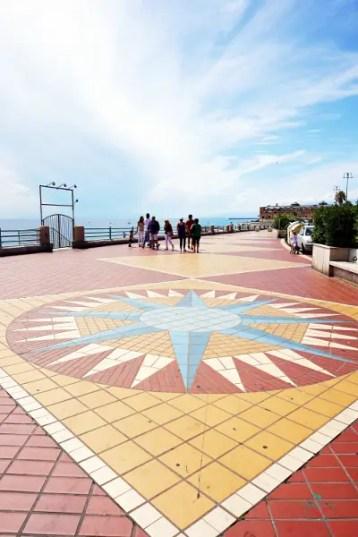 In Corso Italia, a Genova, ci sono alcune delle migliori spiagge della città.