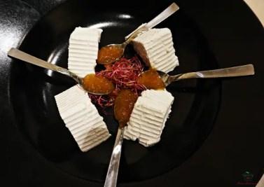 Nei ristoranti di Ruvo di Puglia bisogna assaggiare le ricottine fresche, uno dei prodotti pugliesi tipici.