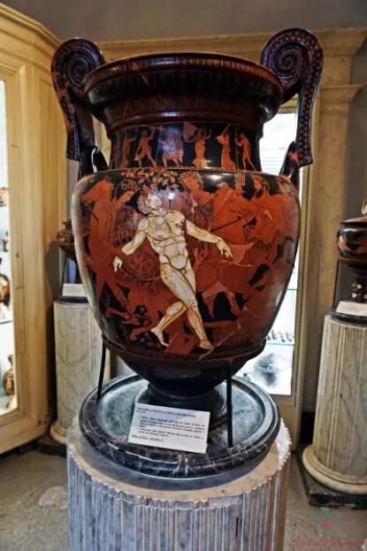 Cosa vedere a Ruvo di Puglia: il vaso di Talos conservato al Museo Jatta.