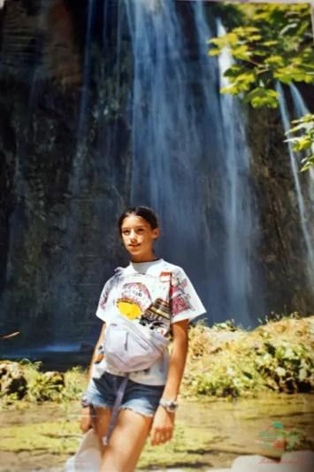 """Una giovanissima Selene Scinicariello ai Laghi di Plitvice: foto per il post """"Il viaggio che mi ha cambiato la vita""""."""