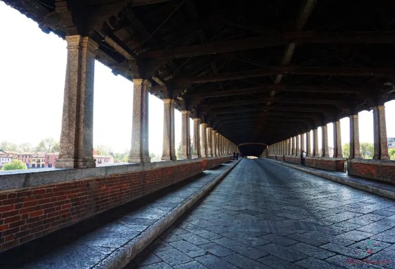Interno del Ponte Coperto di Pavia.