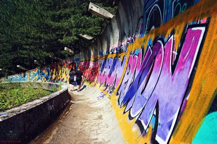 I murales della pista da bob di Sarajevo.