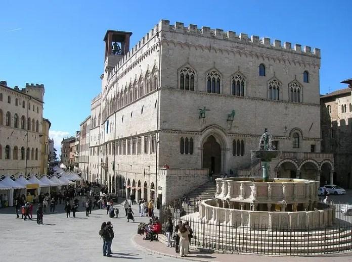 Cosa fare a san valentino: vedere la Fontana Maggiore a Perugia.