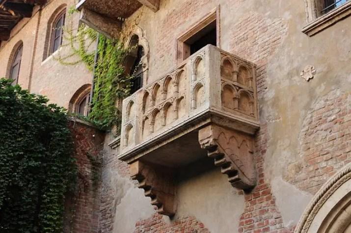 cosa fare a san valentino: andare a vedere il Balcone di Giulietta.