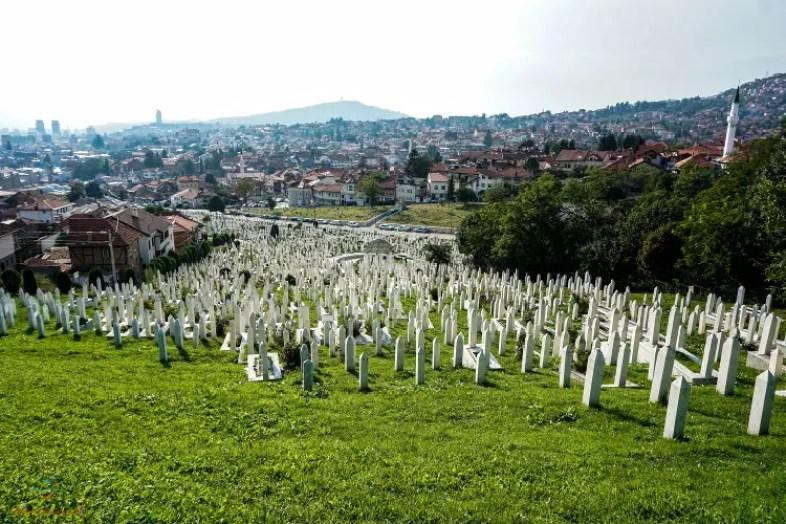 Uno dei cimiteri di Sarajevo.