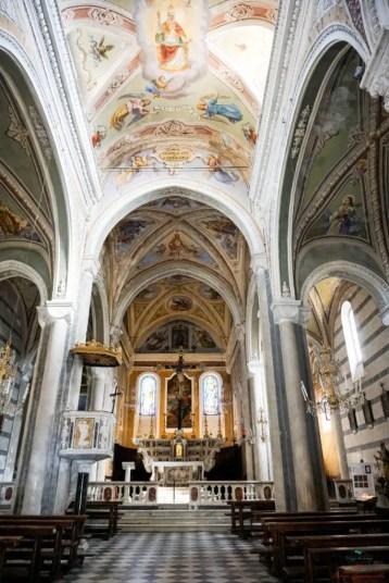 Interno della CHiesa di San Pietro a Corniglia.