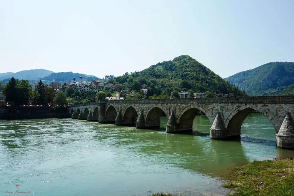 Il ponte sulla Drina è il ponte che Andric descrive nel suo libro ed uno dei ponti bosniaci più famosi.