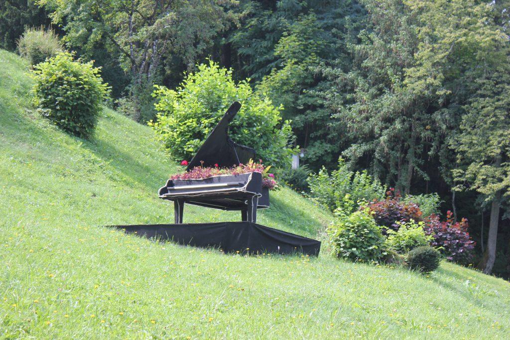 Un pianoforte come fioriera