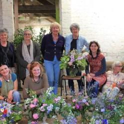 Il primo gruppo di Donne di Fiori con le sue creazioni