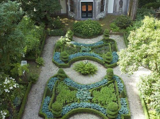 03c889bcc37eff8ecc9fad378e0f71cd--the-green-garden-greenhouse-ideas