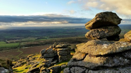 Dartmoor-National-Park-Wallpaper-Download-1024x576