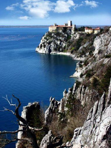 Dunno Castle and Rilke path