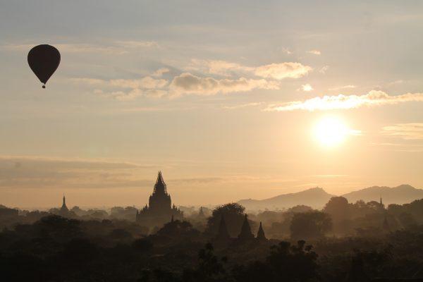 Alba su Bagan - Myanmar
