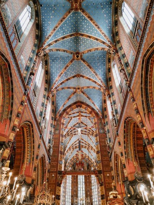 Interno della Basilica di Santa Maria di Cracovia