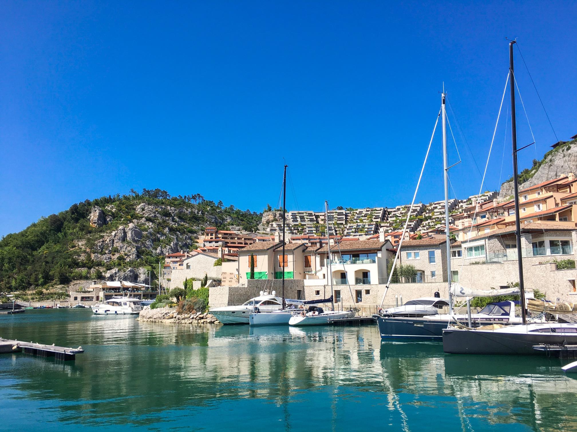 Portopiccolo lussuoso borgo marinaro