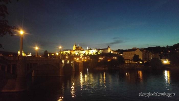 22-panorami-notturni-praga-ponte-carlo praga