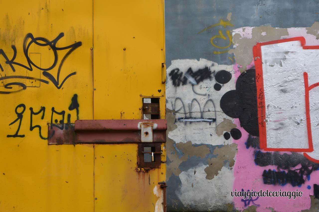 Belfast, Peace wall