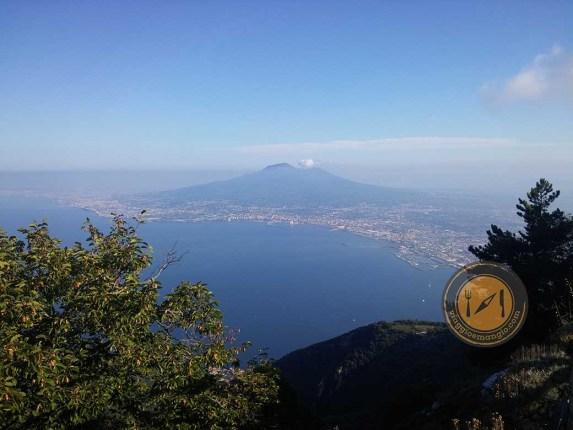 Monte Faito è un magnifico monte che sovrasta il Golfo di Napoli e la costiera sorrentina e amalfitana. Panorami mozzafiato e passeggiate bellissime