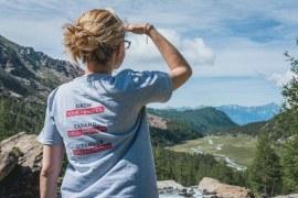osservando il Monte Bianco
