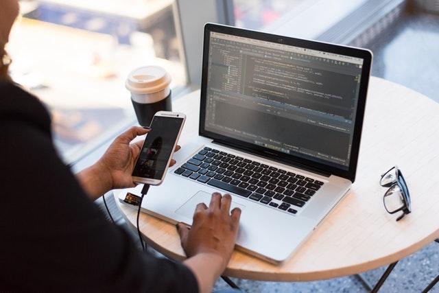 guadagna soldi con app gratis lavoro da casa programmatore