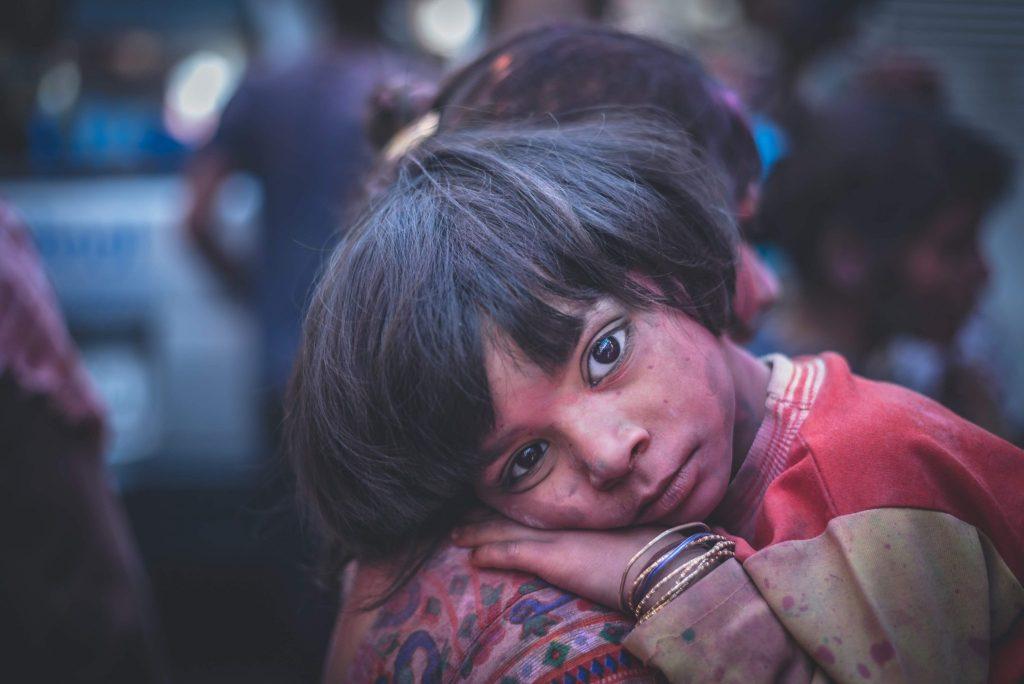 india bambina triste