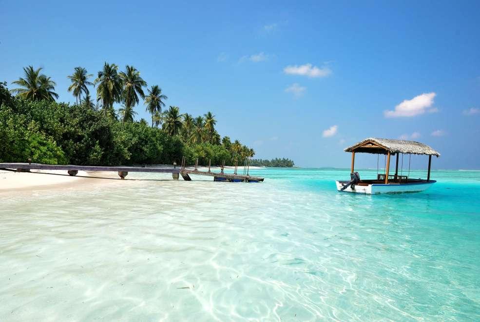 Maldive con acqua cristallina fotografate di giorno