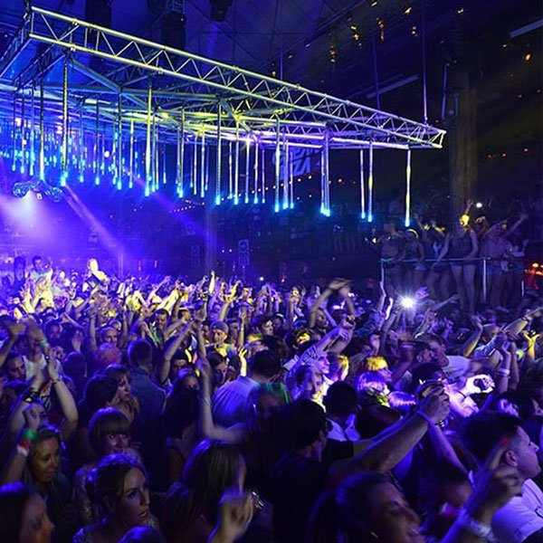 Tra le dieci cose migliori da fare di notte ad Ibiza... puoi ballare tutta la notte