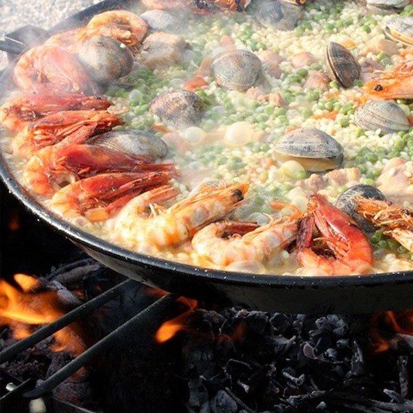 Tra le 10 cose migliori da fare di notte ad Ibiza... puoi goderti un piacevole pasto spagnolo