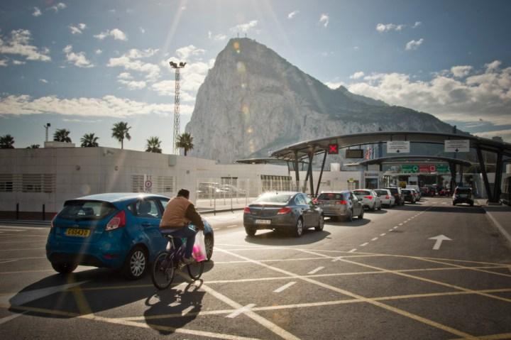 Excursión a Gibraltar. Cruzando la frontera. Sonsoles Lozano