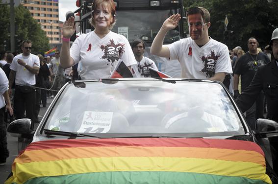 Gay parade_Merkel (CDU) und Westerwelle(FDP)web