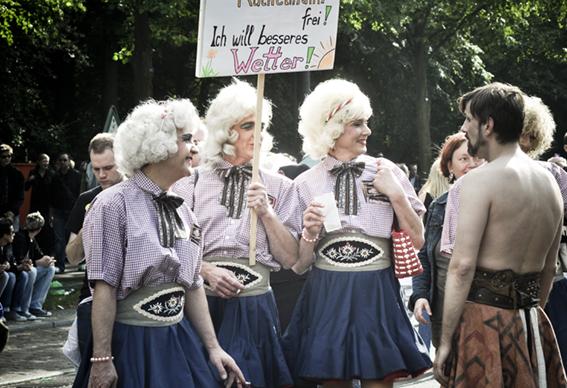 Gay parade_Tirol girls1web