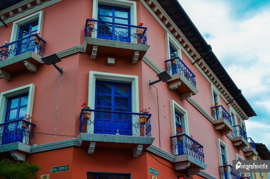 Una de las tantas villas coloridas.