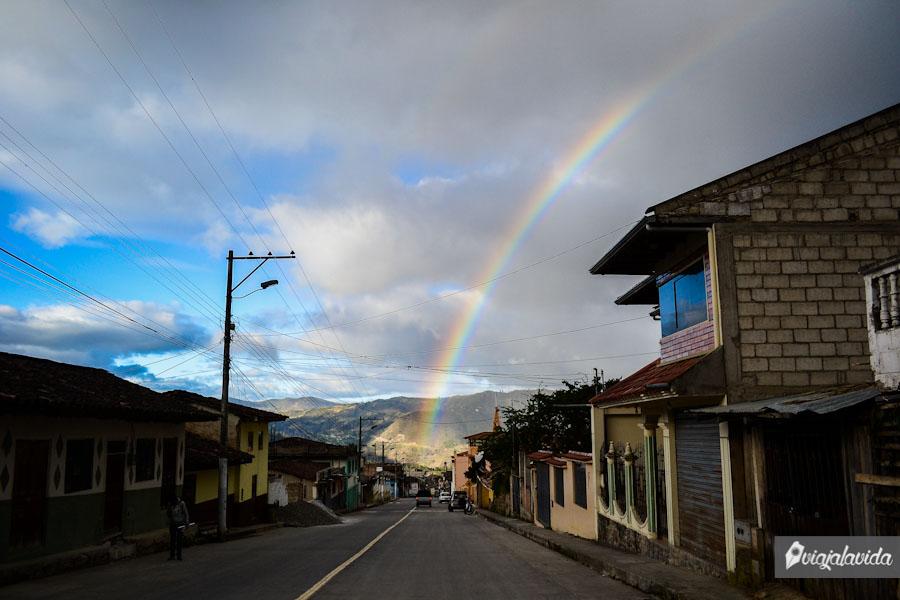 Arcoíris en el pueblo