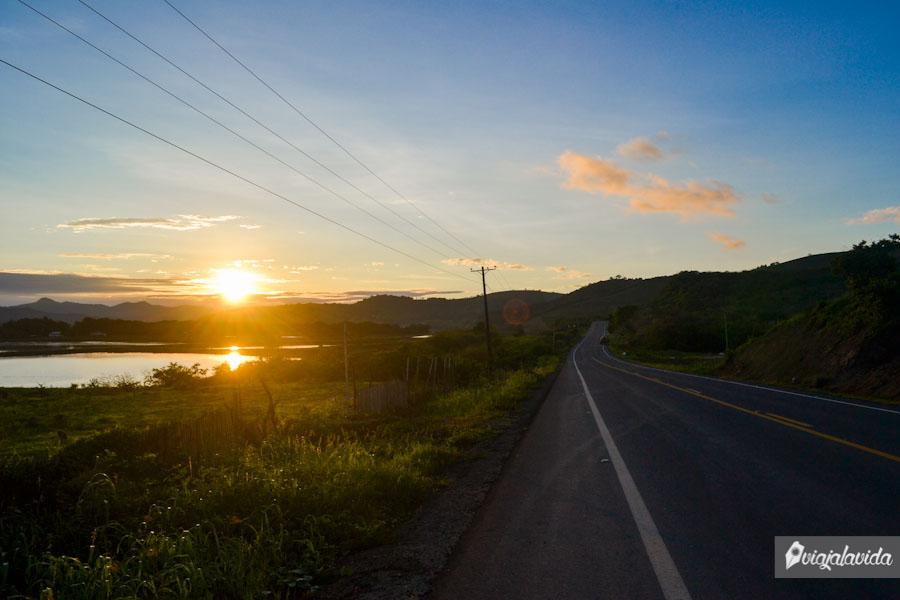 Sol cayendo desde la carretera