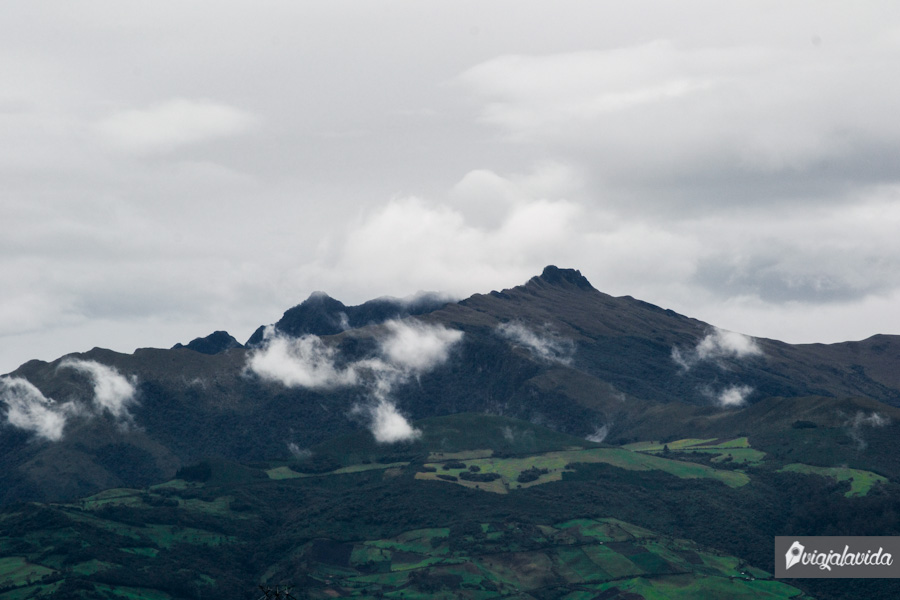 paisaje con montaña despejada
