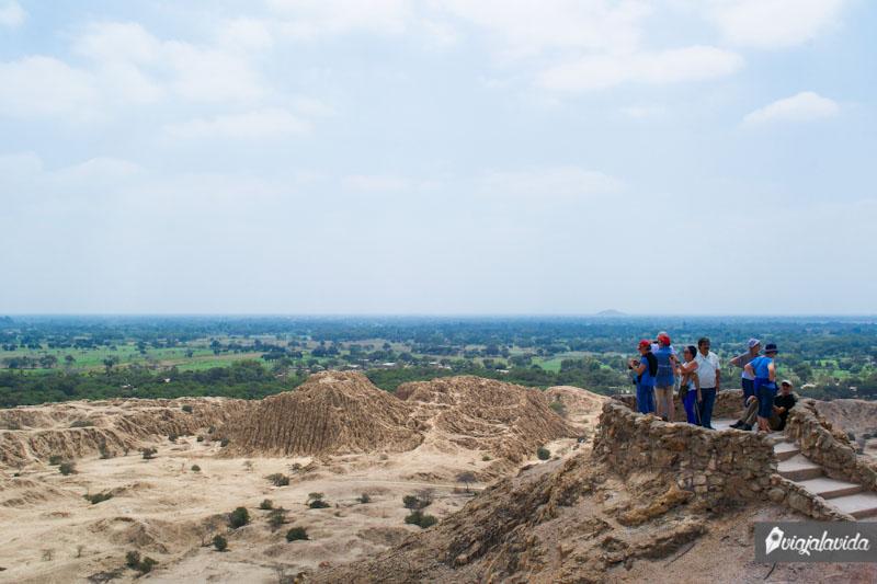 Un mirador en el Cerro Purgatorio de Túcume.
