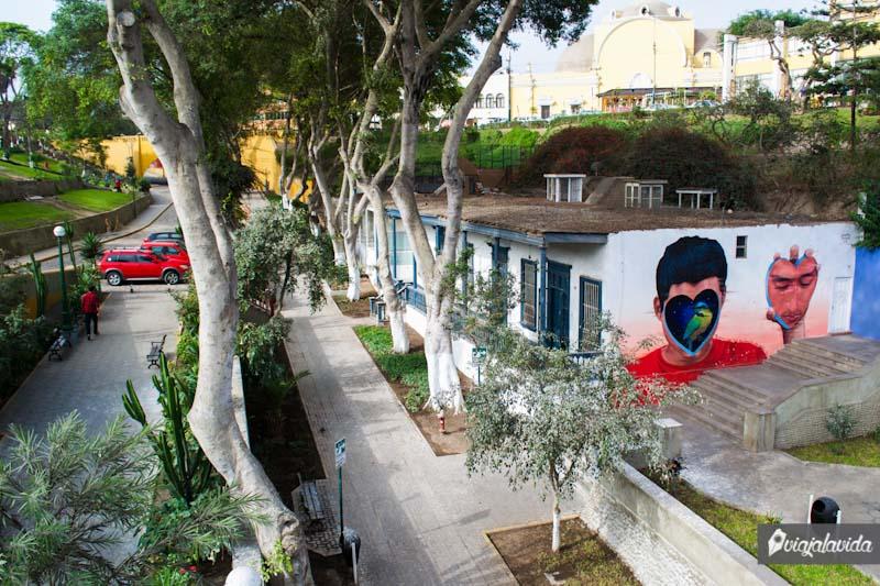 Arte en las paredes de Barranco.